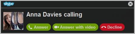 Das Benachrichtigungsfenster mit Optionen für eingehende Anrufe: Annehmen, Mit Video antworten, Ablehnen