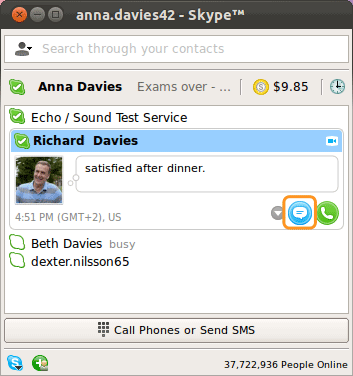 Icône de message instantané sélectionnée pour démarrer une discussion avec un contact sélectionné.