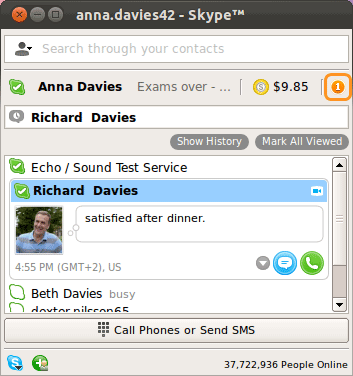 An orange dot with the number of unread messages displayed in the upper right corner of the main Skype window.