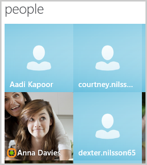Contacts affichés dans l'écran de Skype Home sous contacts.