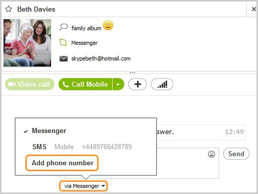 Opción Añadir número de teléfono seleccionada en la lista del cuadro de chat.