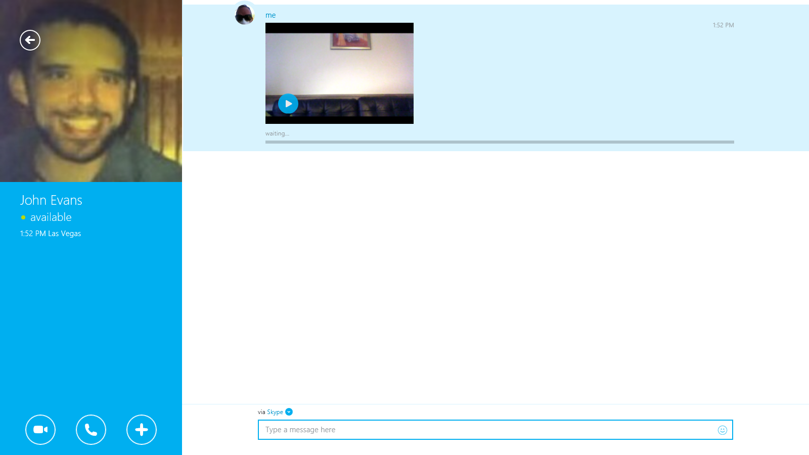 Mensaje de vídeo mostrado en la ventana de chat