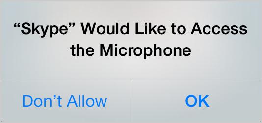 Captura de la pantalla del dispositivo con iOS 7 que muestra el mensaje de solicitud de permiso de acceso al micrófono para Skype. Haz clic en los botones Don't Allow (No permitir) u OK (Aceptar)