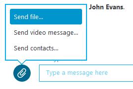Opção Enviar arquivo selecionada no menu exibido depois de clicar no botão do sinal de mais.