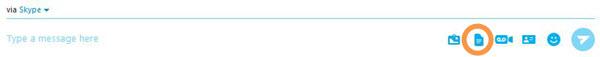 Opción Enviar archivo seleccionada en el menú que aparece al hacer clic en el botón del signo más.